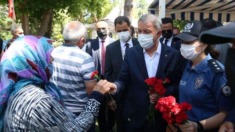 Milli Savunma Bakanı Hulusi Akar, Kayseri'de Şehitlikleri Ziyaret Etti
