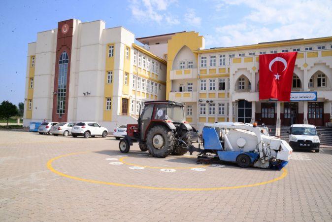 Okullar hafta sonlarında dezenfekte edilip temizleniyor