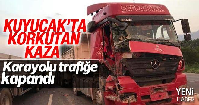 Kuyucak'ta TIR'lar çarpıştı, trafik kitlendi