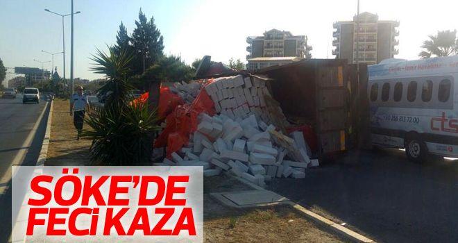 Söke'de gaz beton yüklü kamyon devrildi