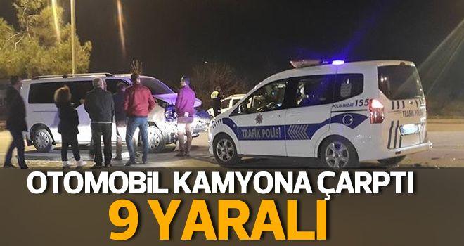 Denizli'de otomobil ile kamyonet çarpıştı: 9 yaralı