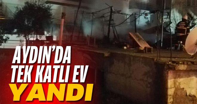 Efeler'de tek katlı ev yandı