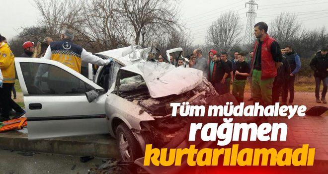 Otomobil Kamyonla Çarpıştı 1 ölü