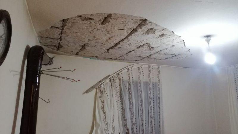 Aydın'da evin salonundaki tavan sıvası düştü: 2 yaralı