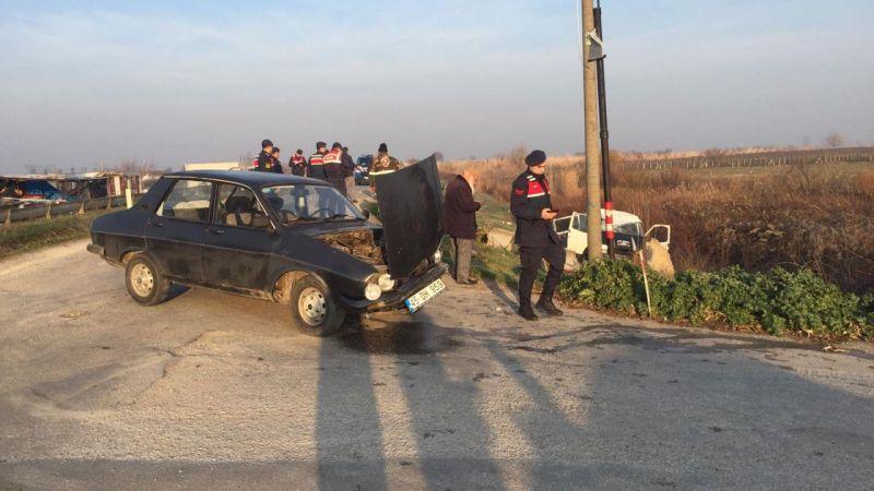 Manisa'da tarım işçilerini taşıyan minibüs ile otomobil çarpıştı: 13 yaralı