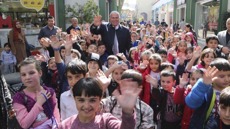 Dalamalı çocukların yüzü Başkan Atay'la güldü