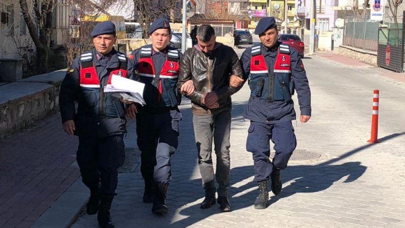 Denizli'de kendilerini jandarma olarak tanıtıp dolandırıcılık yapan 2 kişi tutuklandı