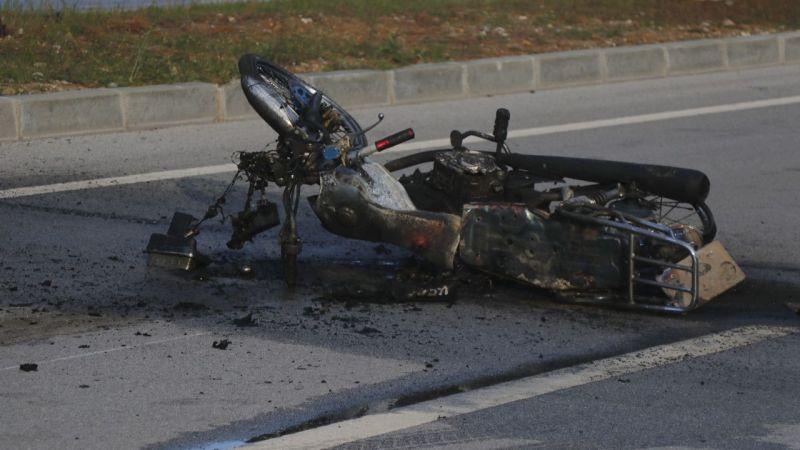 Hafif ticari araçla motosiklet çarpıştı: 1 ölü, 2 yaralı