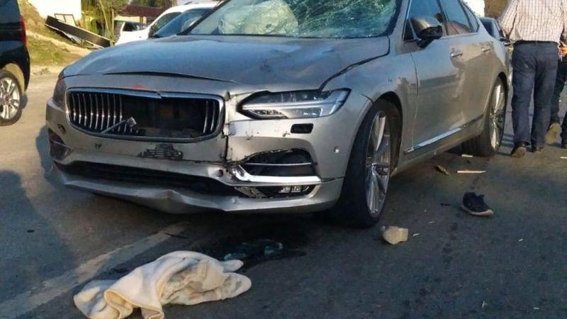 Otomobille çarpışan motosikletteki anne ve baba öldü, iki çocuk yaralandı