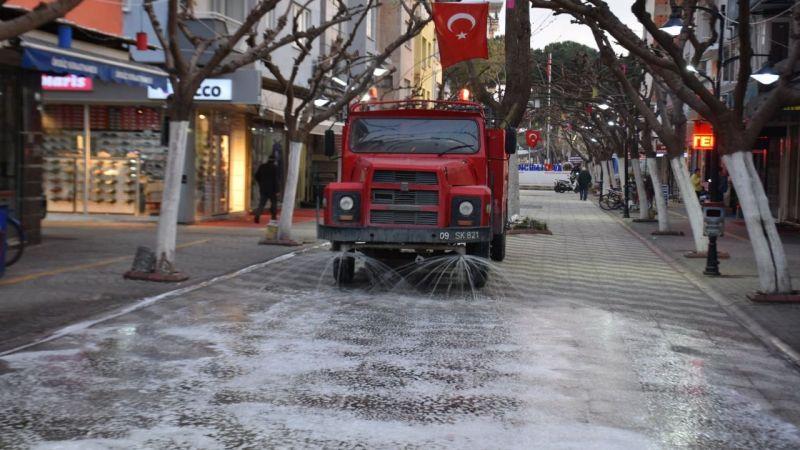 İncirliova Belediyesi sokakları yıkadı