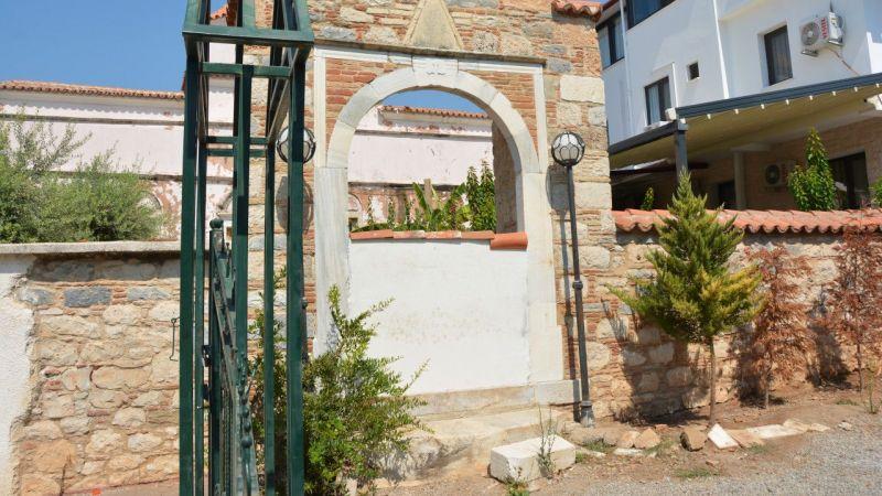 Aydın'da kapılarına duvar örülen kiliseyle ilgili suç duyurusu