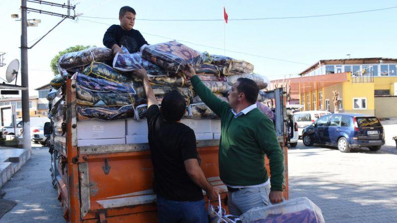 DEGÜF'ten İzmir'deki deprem bölgesine malzeme yardımı