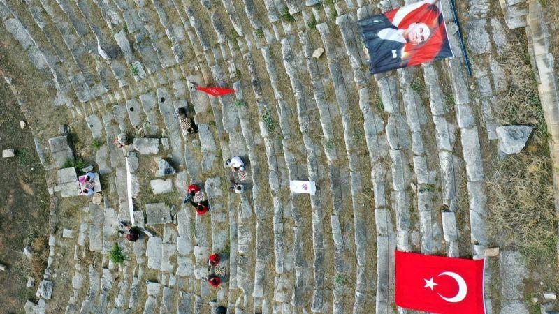 Aydın'daki Nysa Antik Kenti'nde 2 bin yıl sonra satranç oynandı