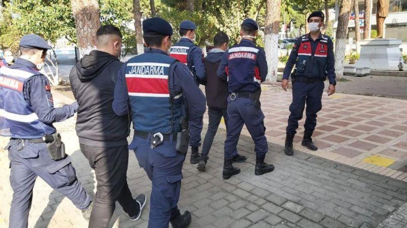 Aydın merkezli telefonla dolandırıcılık operasyonunda yakalanan 4 kişiden biri tutuklandı