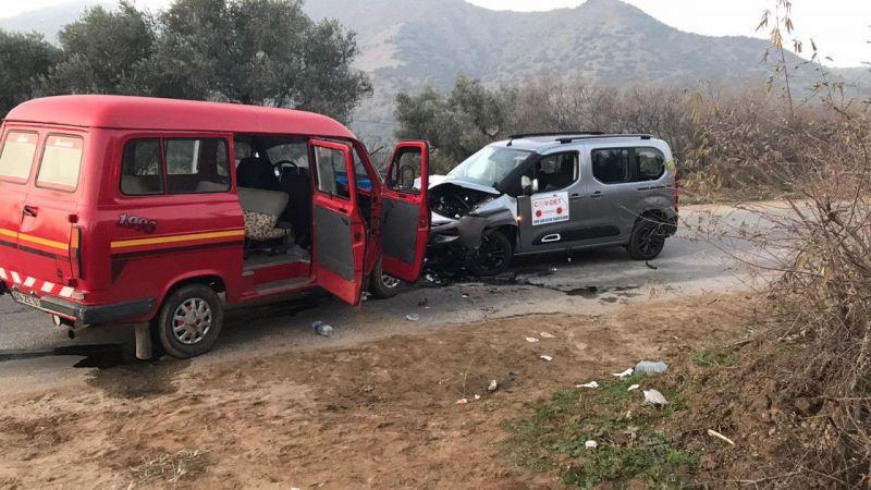 Aydın'da minibüs ile filyasyon ekibini taşıyan araç çarpıştı: 5 yaralı