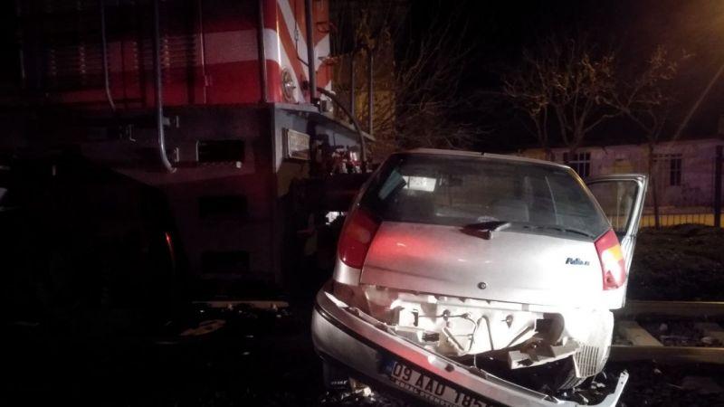 Aydın'da lokomotif otomobili sürükledi