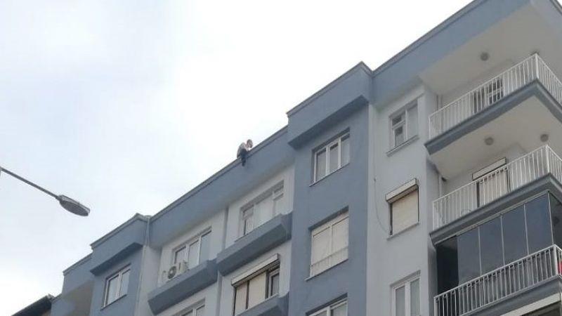 Aydın'da çocuklarını göremeyen kişi çatıya çıktı