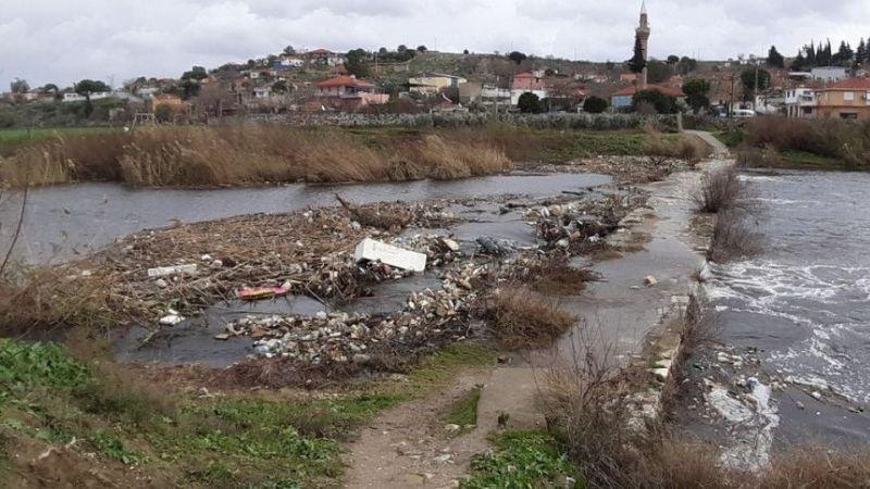 Büyük Menderes Nehrinde yağmurla taşınan çöplerin temizlenmesi talebi