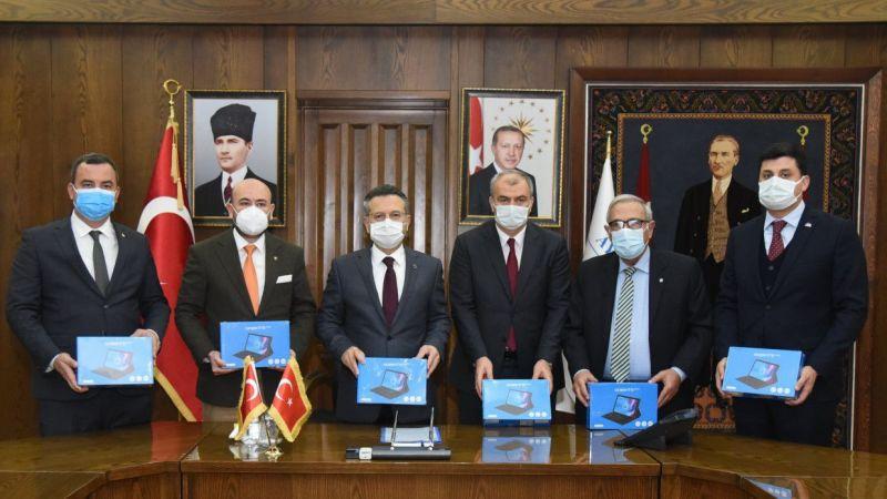 Aydın'da ihtiyaç sahibi 180 öğrenciye tablet