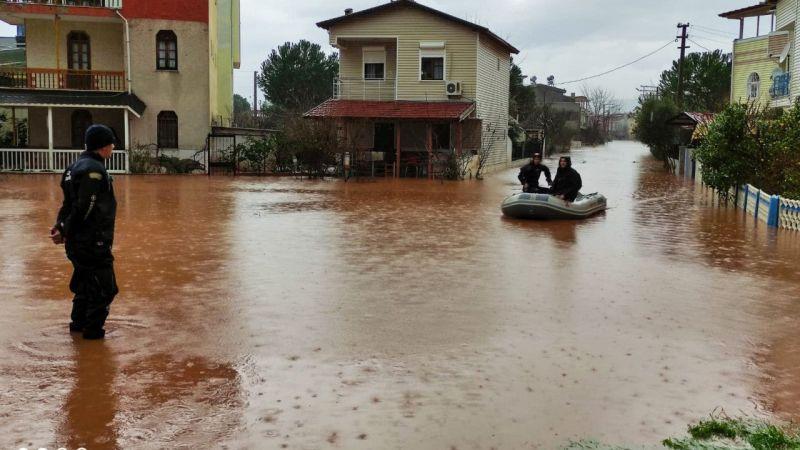 İzmir'de sel nedeniyle ölenlerin sayısı 2'ye yükseldi