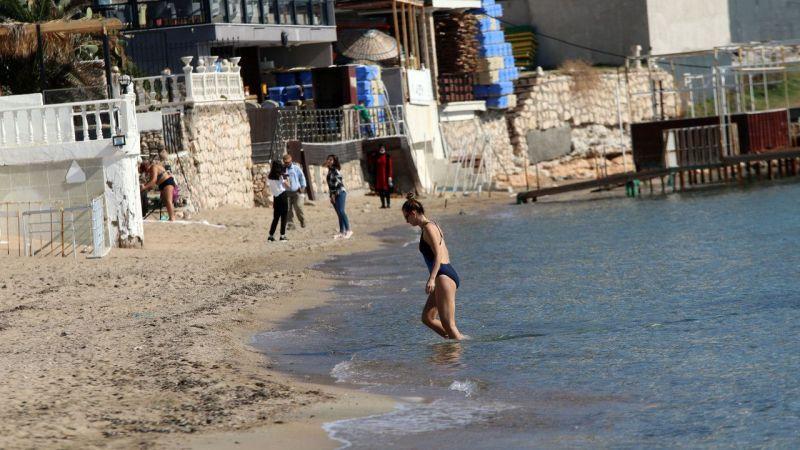 Aydın'da turistler denizin keyfini çıkardı