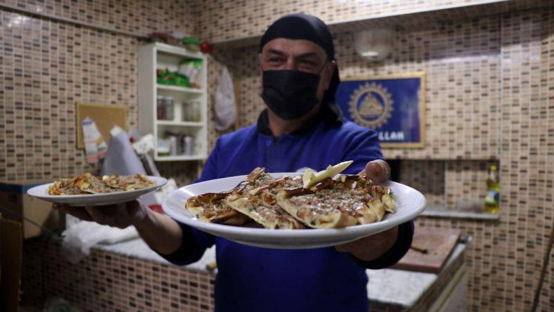 Aydın'da bir işletme ihtiyaç sahiplerine pide dağıtıyor