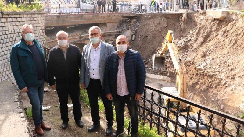 Büyükşehir çöken duvarın yapımına başladı