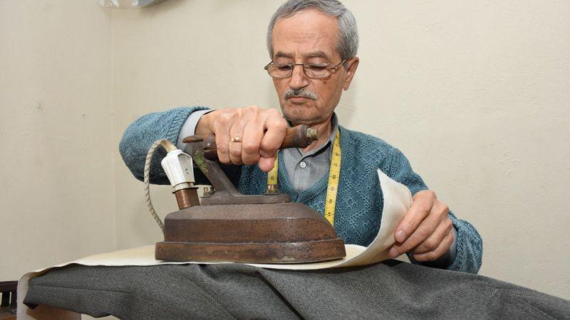 Aydın'ın 61 yıllık terzisi, salgında kapattığı iş yerini müşterilerinin çağrısıyla yeniden açtı
