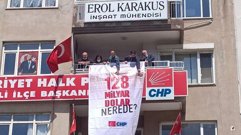 Nazilli'de pankart krizi! 4 partili ifadeye çağrıldı..