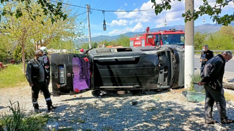 Aydın'da devrilen hafif ticari araçtaki 2 kişi yaralandı