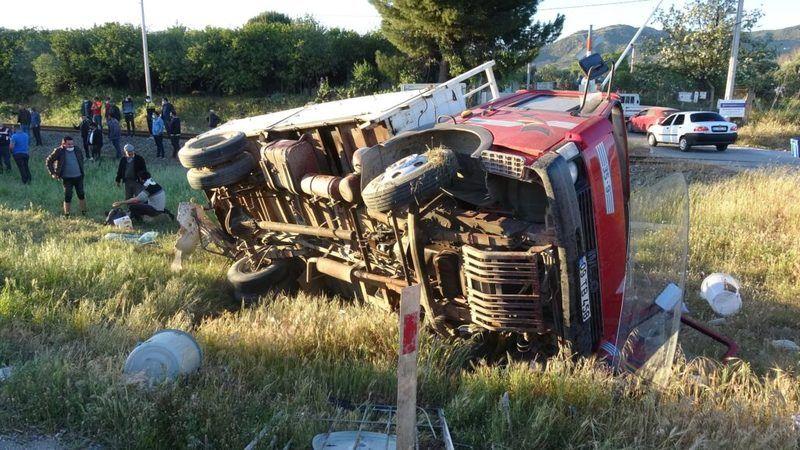 Aydın'da kaza: 3 yaralı! Kamyonette bulunan gençler jandarmayı çileden çıkardı