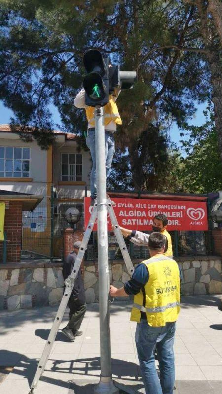 Aydın Büyükşehir trafik ışıklarını yeniliyor