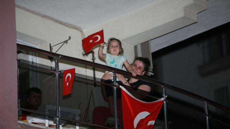 Aydın'da mahalle sakinleri, canlı müzik eşliğinde 19 Mayıs'ı kutladı