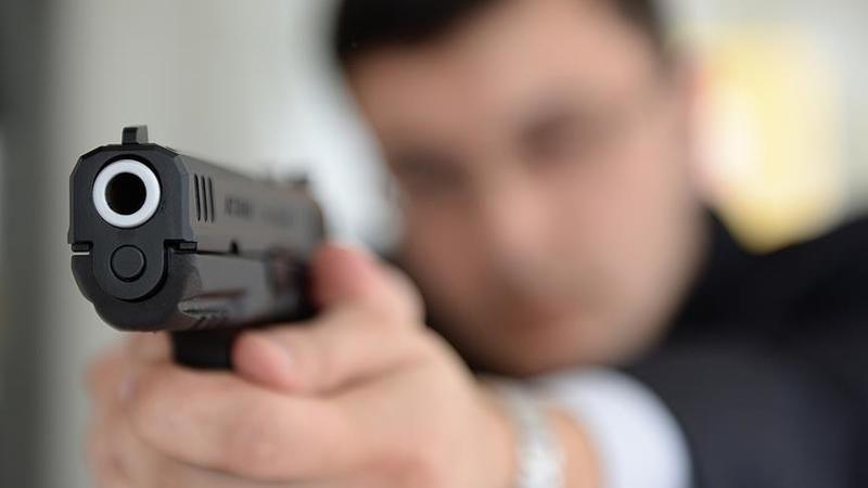Erkek arkadaşının evine giden kızını vurdu