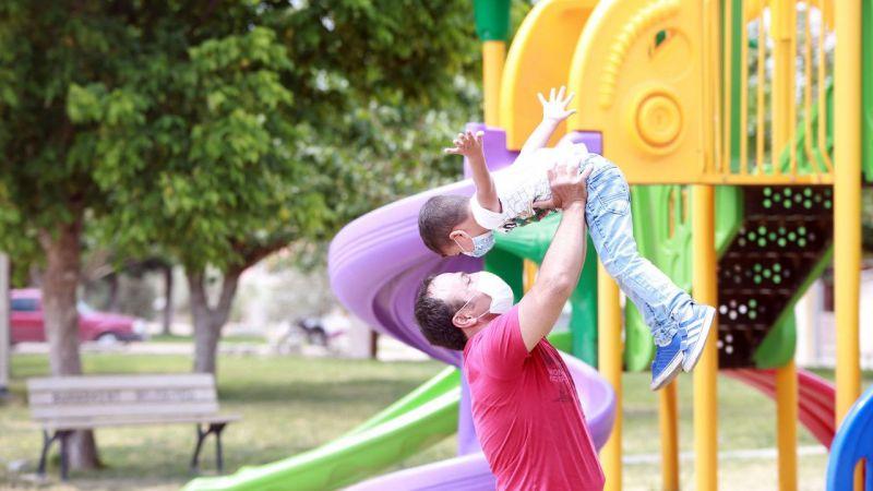 Aydın'da bir aile dört kuşaktır evlat edinilen çocuklarla büyüyor