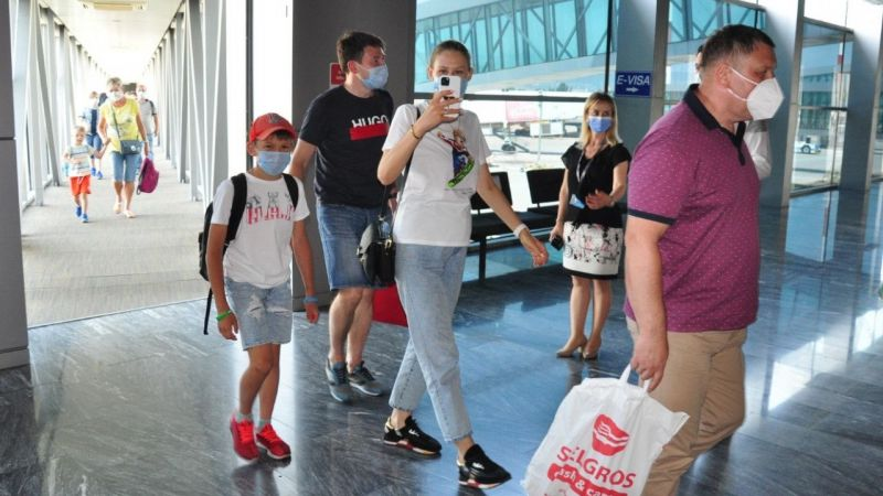 Rusya'dan ilk turist kafilesi geldi