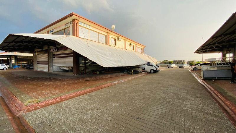Fırtına Nazilli'de yıktı geçti