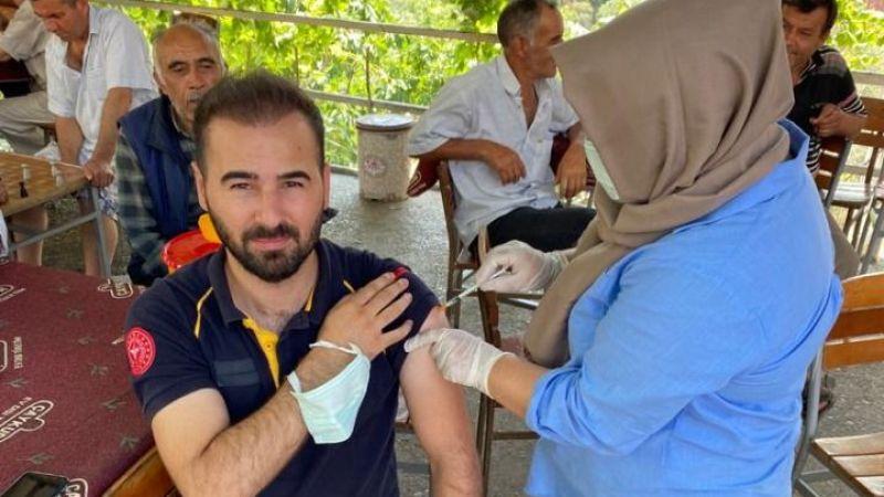 Vatandaşları ikna edebilmek için ilk aşıyı kendisi oldu