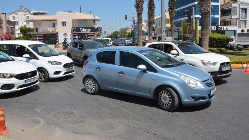 Aydın'da tatil merkezlerinde trafik yoğunluğu yaşanıyor