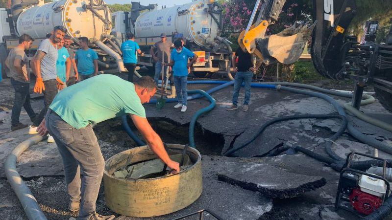 Kuşadası'nda patlayan kanalizasyonun suyu denize döküldü