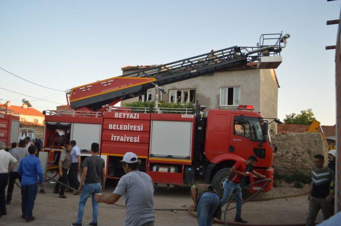İki katlı binada çıkan yangın söndürüldü