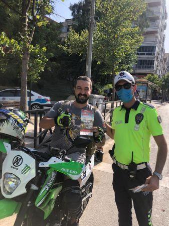 Trafik polisleri kadın sürücülere ve motosikletlilere yönelik farkındalık etkinliği düzenledi