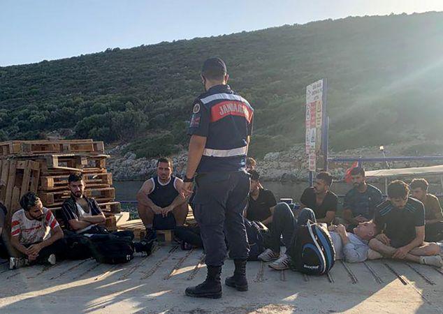19 düzensiz göçmen yakalandı