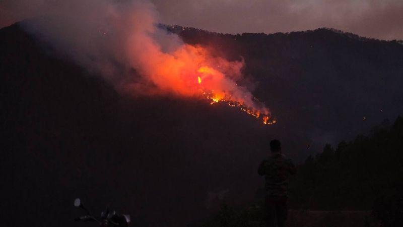 Karacasu yanmaya devam ediyor!