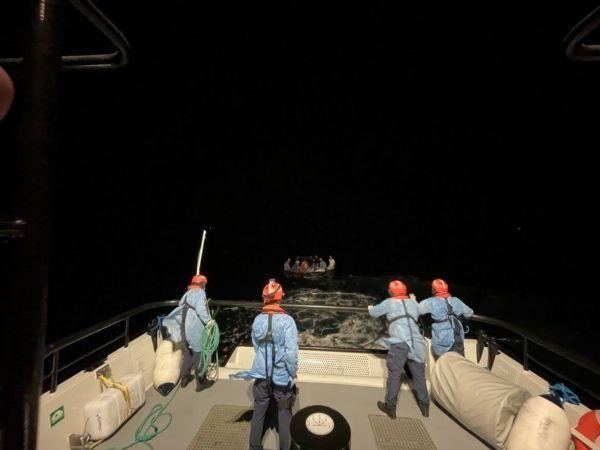 Aydın'da Türk kara sularına geri itilen 14 düzensiz göçmen kurtarıldı