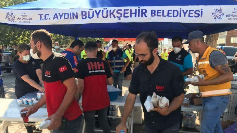 Büyükşehir Belediyesi tüm ekipleri ile sahada