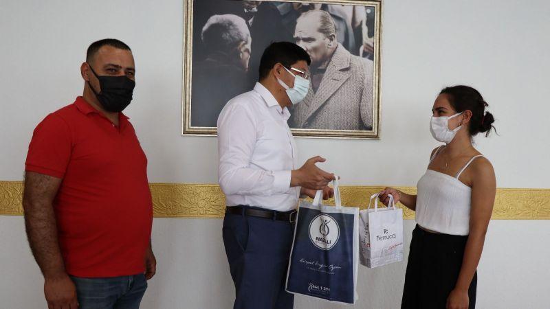 YKS Türkiye 3'üncüsü başarısını Başkan Özcan ile paylaştı