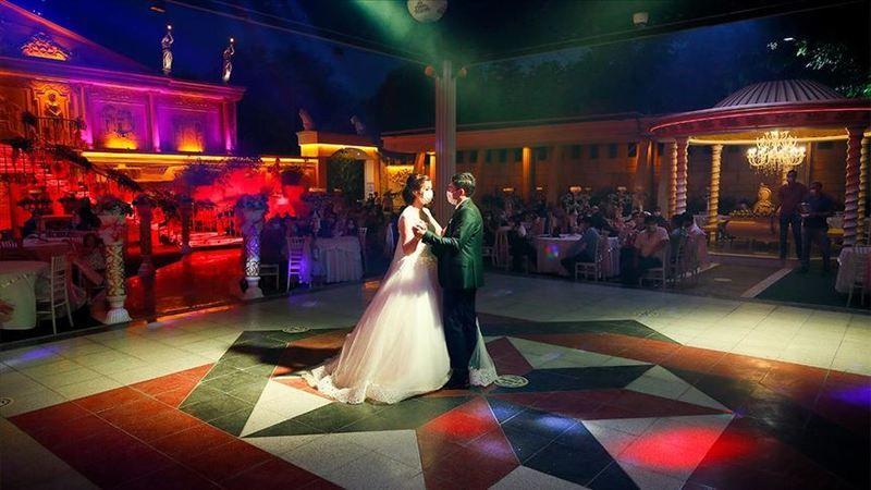 Gelin ve damat düğünden sonra karantinaya alındı