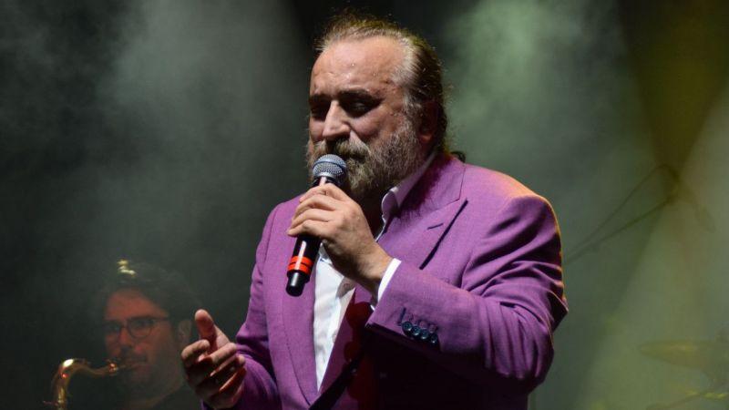 Volkan Konak Kuşadası'nda konser verdi
