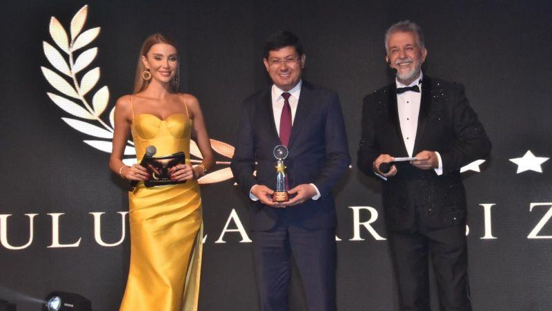 Başkan Özcan İstanbul'dan 2 ödülle döndü